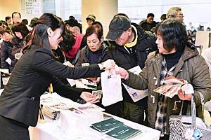倉本さんの書籍やノクターンの関連グッズが人気を集めた