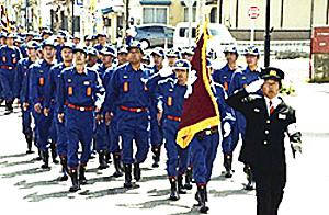 南会津町消防団に民友旗
