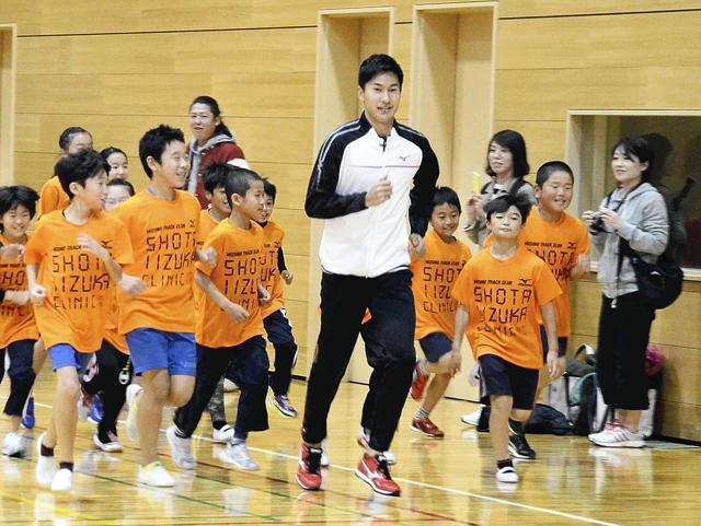 リオ五輪男子リレー飯塚選手が指導 速く走るこつ伝授、田村で教室