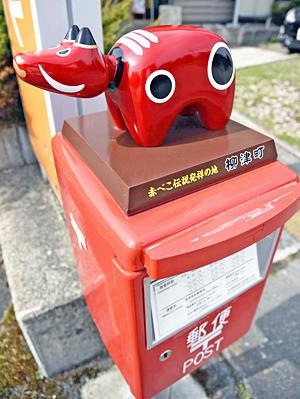 郵便ポストの上に「赤べこ」設置 柳津町、新たな観光資源期待:福島民 ...