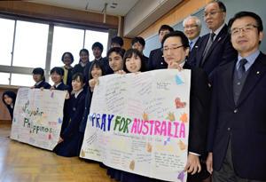 福島成蹊高インターアクト部の生徒と福島南ロータリークラブの会員ら