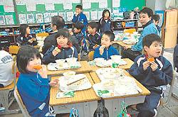 地元産あんぽ柿堪能 伊達・学校給食プラスワン事業