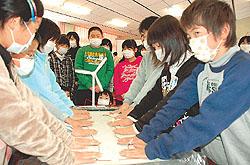 「エコ、発電 すごいね!」 津島小で新エネルギー教室