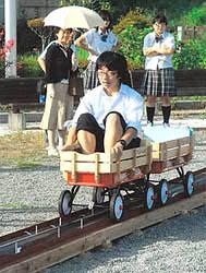 「大気圧鉄道」軽やかに 相馬高と千葉大連携して製作
