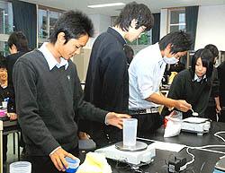 相馬高生がスポーツドリンク作り挑戦 水をテーマに総合学習