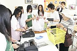 野菜や加工品を高校生が販売 「磐農ストアー」にぎわう