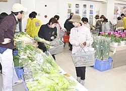 新鮮農作物が人気 岩瀬農高、2年ぶりショップ開催