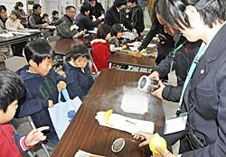 科学の実験にわくわく SSH指定の福島高などフェア