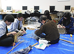 雄国山の竹でかご作り 喜多方桐桜高生が体験授業
