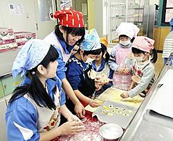 光南高生と園児が楽しく調理実習 矢吹で交流深める