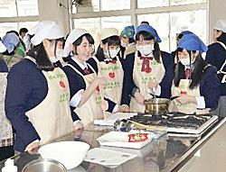 高校生ら菓子試作 小野で研修会、米粉商品を開発へ