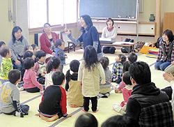 親子で楽しく体動かす 福島で「リトミック講座」