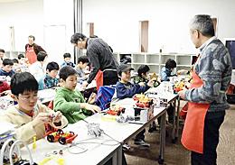 子どもらミニ自動車作り トヨタが科学工作教室