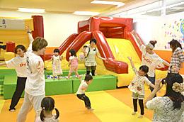 親子で楽しくダンス 運動不足、ストレス解消へ