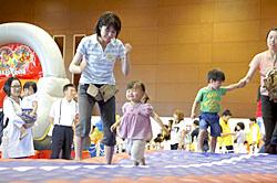 おもしろ遊具に笑顔 福島市南体育館に「屋内遊び場」