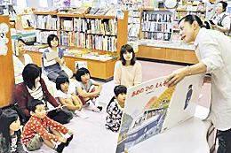 本の魅力、子どもら夢中 いわきの書店で「おはなし会」