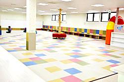 本宮に子育て支援施設 屋内広場や商用スペース