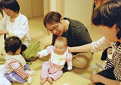 マッサージや育児相談好評 福島で「エコチルふれあい会」