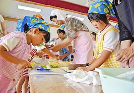 親子で本格料理に挑戦 いわき・愛宕保育園で「食育教室」