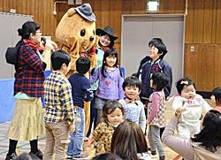 親子ら工作やショー楽しむ 「プチママン」10周年感謝祭