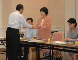 NIE実践校に認定証 本年度は小中高13校