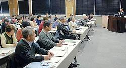 新聞の役割解説 あさかの学園大学で講演
