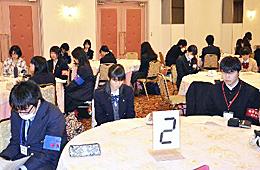 復興テーマに高校生が取材 矢吹で県新聞連盟大会